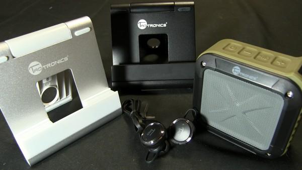 左からタブレットスタンド ワイヤレスイヤホン ワイヤレススピーカー