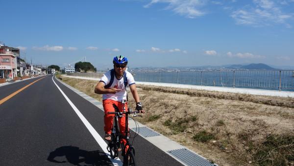 大阪湾沿いの国道28号線。bD-1 ALFINE 頑張ればロードバイクにもついて行くことも可能です。