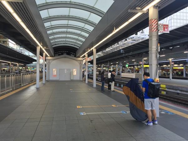 前輪を外すタイプの輪行方式@JR大阪駅