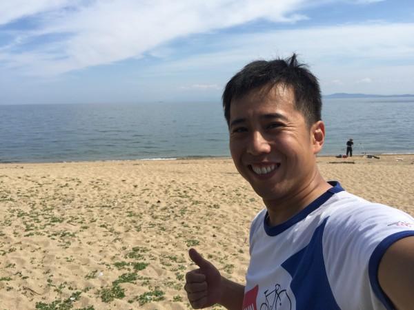 洲本市の中川原海岸。海水浴客はゼロ。テントを張ってBBQしてる人がいるだけです。