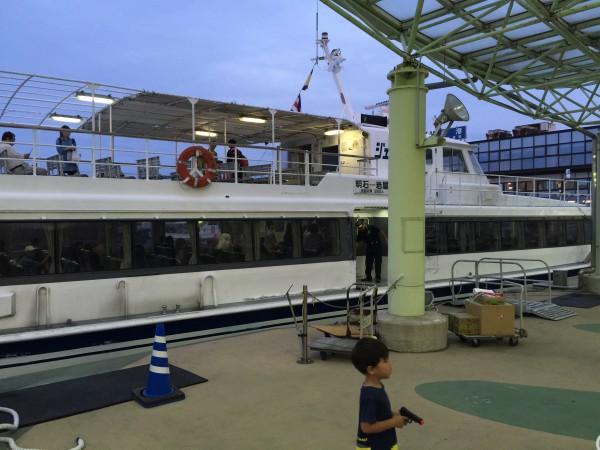 淡路ジェノバラインで明石港を目指します。