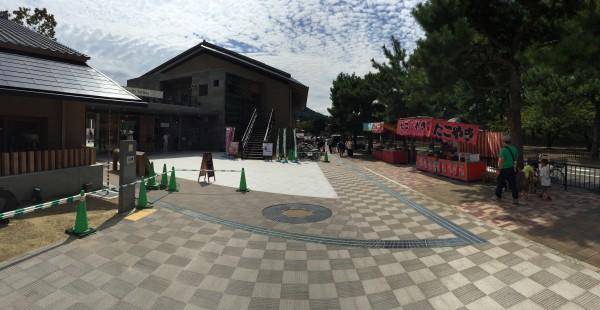 京都動物園に到着!園前の屋台はもはや風物詩。