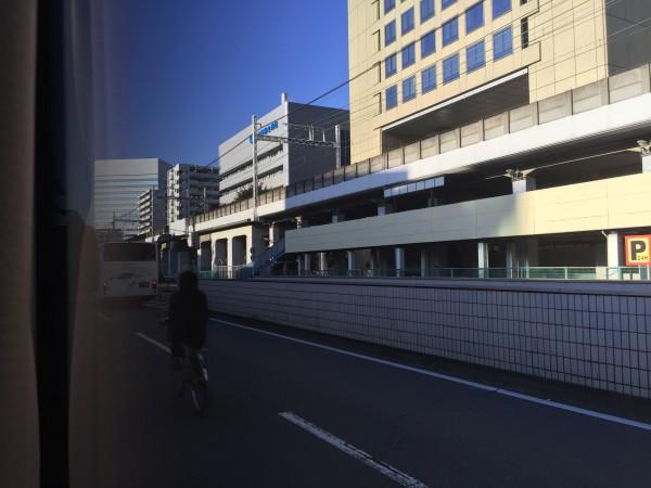 翌朝、一番に停車した川崎駅前。