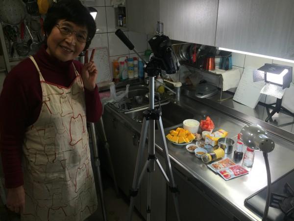 調理担当のよっちゃん。現場の味によっちゃんテイストを上手に取り入れたカレーが完成しました!