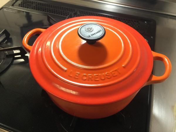 調理に使用したルクルーゼ鍋。保温性に優れています