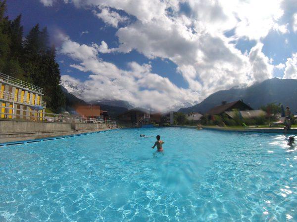 Wengen駅のプール【Schwimmbad Wengen】。大人一人3フラン(約315円)で楽しめます!