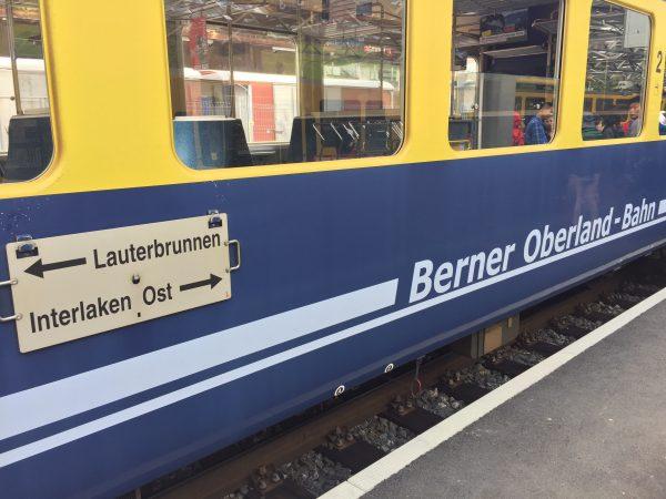 Lauterbrunnen駅からBOB(Berner Oberland-Bahn)に乗ってInterlaken Ostへ。