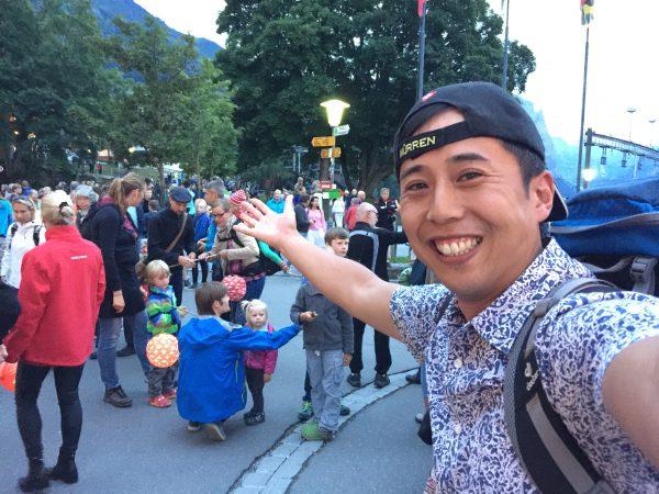 Wengen村も建国記念の雰囲気が充満!21時頃から村内を提灯片手に一周する【提灯行列】が始まりました。
