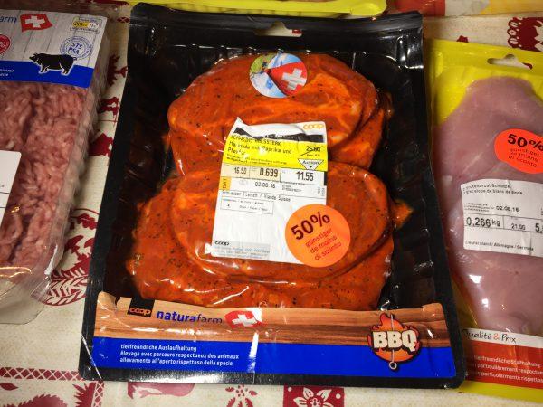 味付け豚肉のスライス。といってもかなりぶ厚いです。トンカツなどにもってこいです!