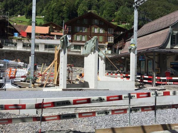 Lauterbrunnen駅での工事現場。新しい出入口を造っているのでしょうか?!