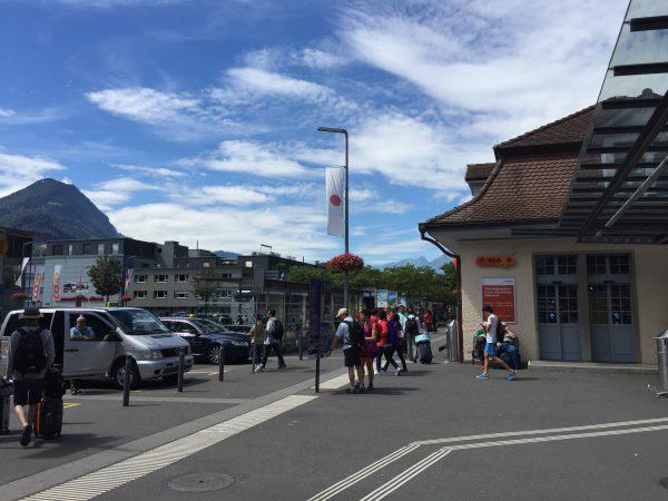 Interlaken Ost駅前の日の丸!一番目立つところにあります。