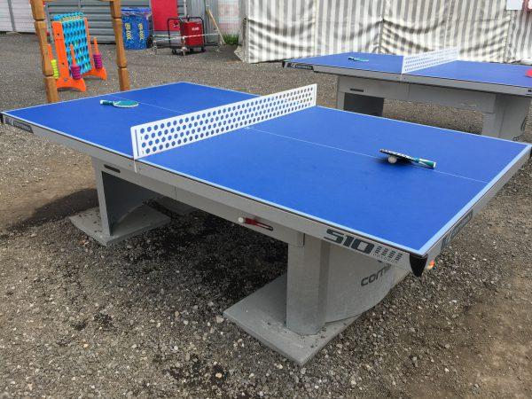 スイスのユングフラウ地方には意外に野外卓球台をよく見ます。